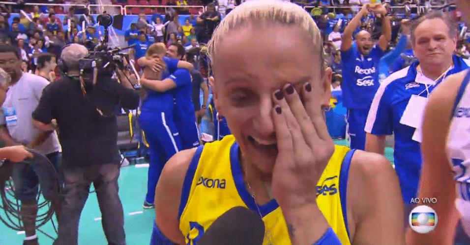 Fabi chora após a conquista da Superliga