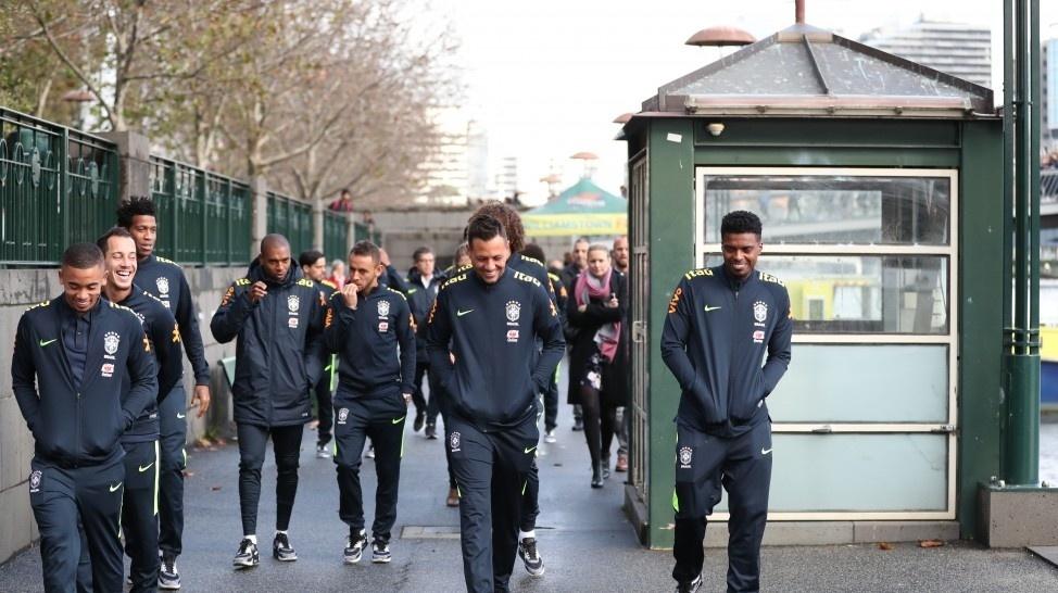 Jogadores da seleção brasileira passeiam pela cidade de Melbourne, na Austrália