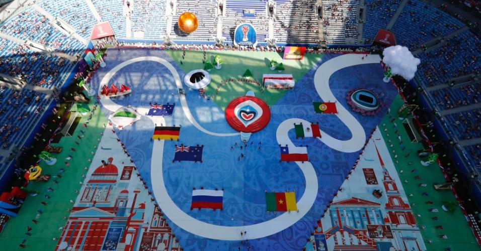 Países participantes e estádios que serão utilizados no torneio foram representados na cerimônia de abertura