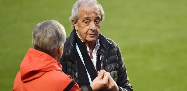 Presidente Rodolfo d'Onofrio (foto) falou em 'vergonha' do futebol argentino, mas isentou o River Plate de responsabilidades nos incidentes das finais da Libertadores