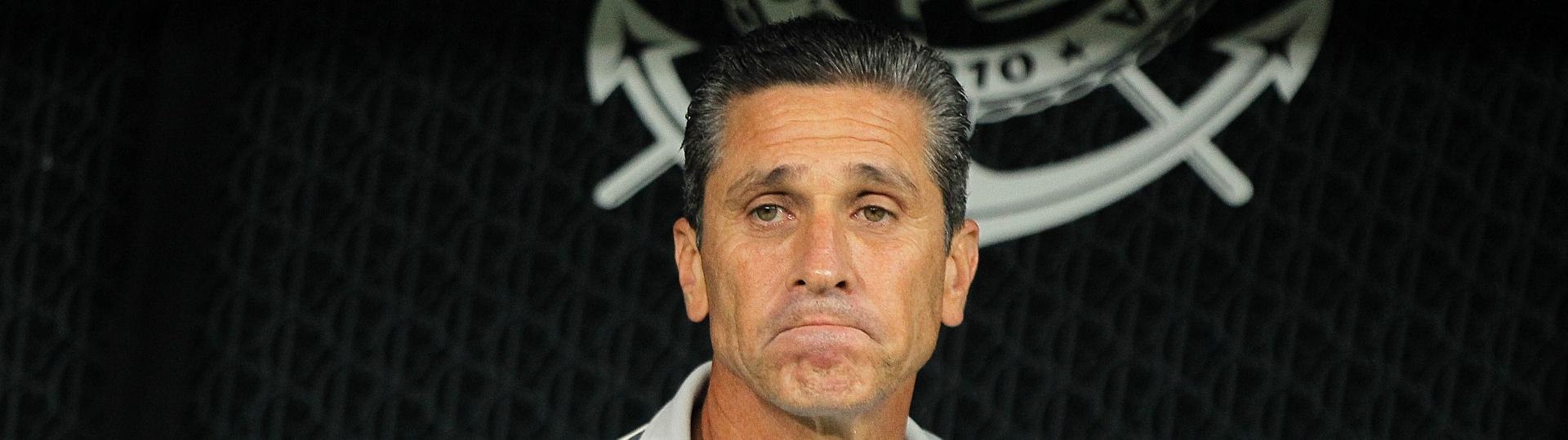 Jorginho, técnico do Bahia, no banco da Arena Corinthians