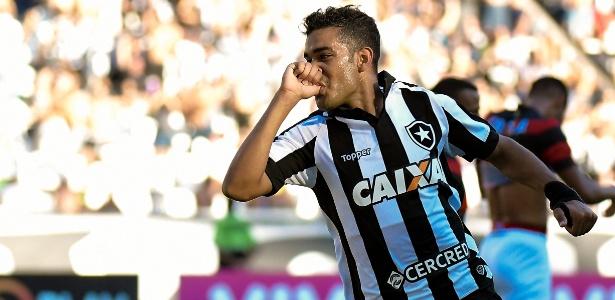 Brenner marcou dois gols em primeiro jogo sem Roger e tenta se consolidar no Botafogo