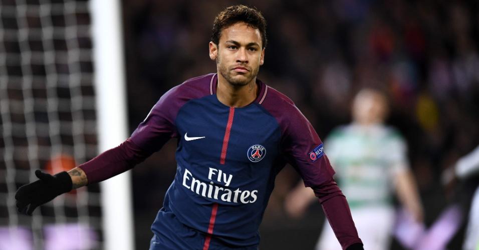 Neymar comemora seu primeiro gol na partida entre PSG e Celtic, pela Liga dos Campeões