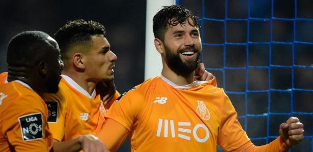 Felipe comemora após marcar pelo Porto - Miguel Riopa/AFP