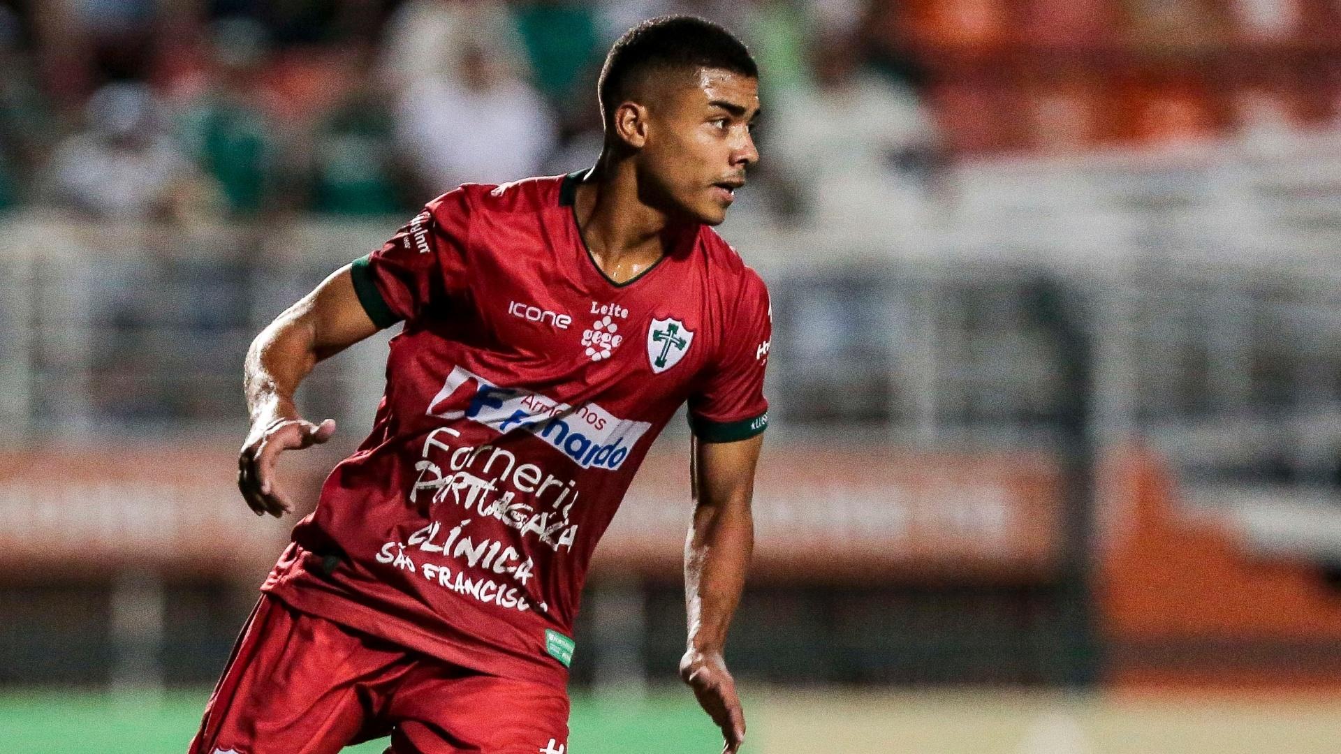 Thawan comemora gol de pênalti da Portuguesa sobre o Palmeiras