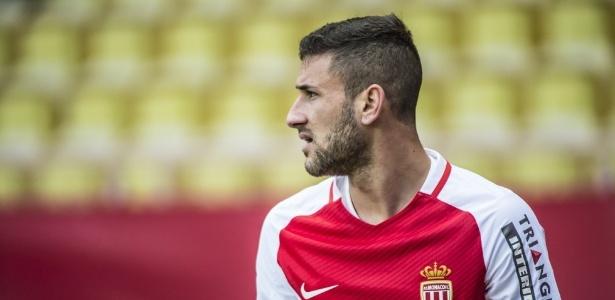 Aos 22 anos, meia ex-São Paulo e seleção de base tem contrato na França até 2020
