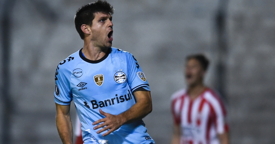 Kannemann comemora gol do Grêmio contra o Estudiantes pela Copa Libertadores