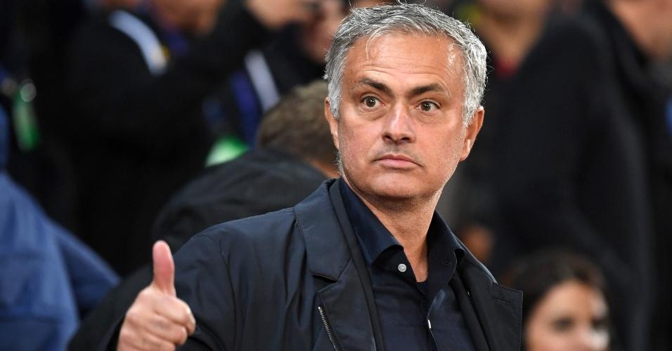 José Mourinho durante duelo contra o Valencia, pela Liga dos Campeões da Europa