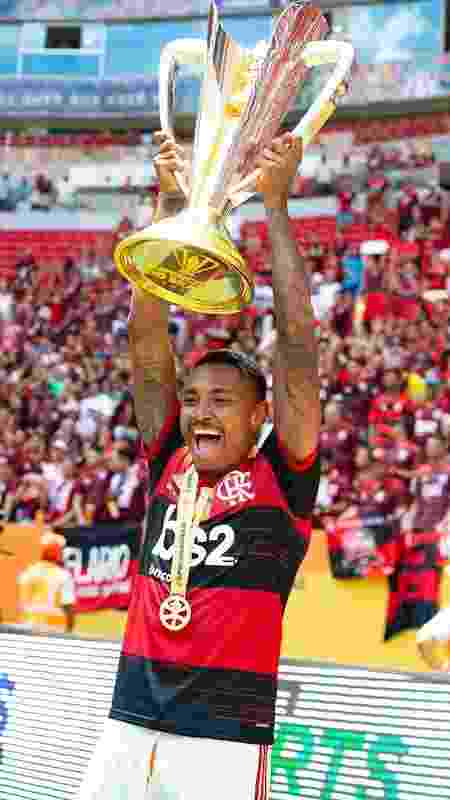 Vitinho festeja título da Supercopa do Brasil - Alexandre Vidal/Flamengo - Alexandre Vidal/Flamengo