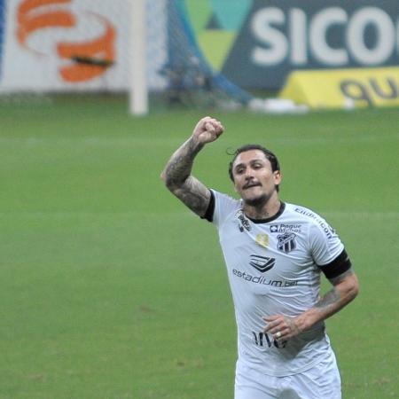 Vina comemora gol pelo Ceará contra o Bahia - Jhony Pinho/AGIF