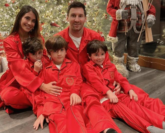 Messi e família fazem tradicional foto de natal