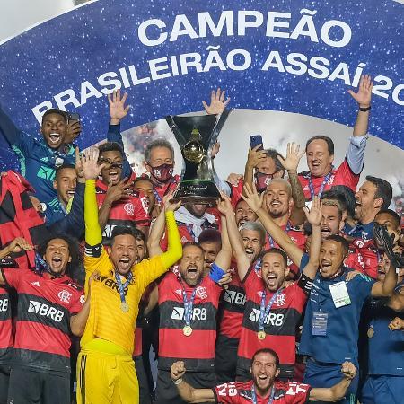 Jogadores do Flamengo celebram a conquista do título do Campeonato Brasileiro - Marcello Zambrana/AGIF
