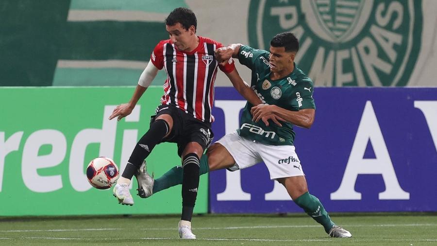 Pablo e Danilo Barbosa disputam bola no clássico entre Palmeiras e São Paulo, no Allianz Parque, pelo Paulistão - Cesar Greco