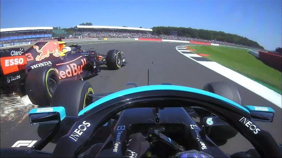 Câmera onboard do carro de Hamilton mostra o exato momento do choque com Verstappen no GP da Inglaterra - Twitter/Fórmula 1