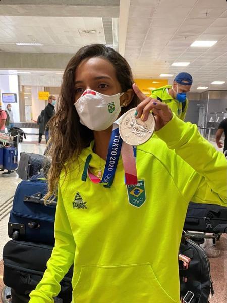 Fadinha chegou ao Brasil exibindo medalha de prata - Reprodução