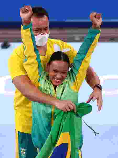 Rebeca e seu treinador, Francisco Porath - Maja Hitij/Getty Images - Maja Hitij/Getty Images