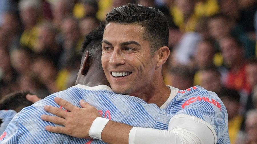 Cristiano Ronaldo comemora com companheiros gol marcado pelo Manchester United conntra o Young Boys - Sebastien Bozon/AFP