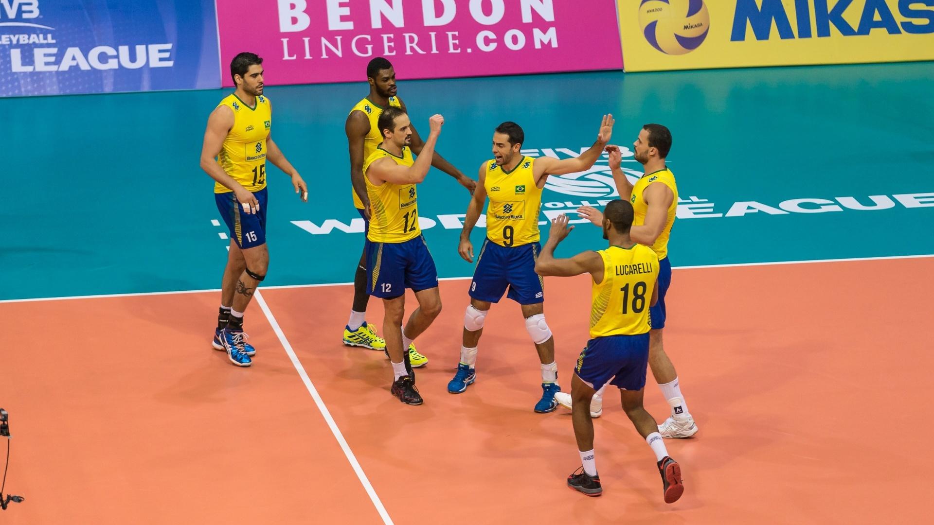 Seleção brasileira de vôlei em duelo contra a Austrália