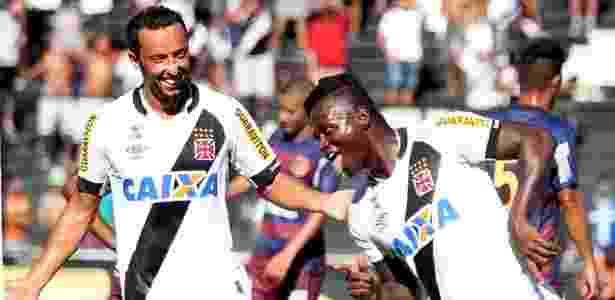 O meia Nenê (e) é o motor do time do Vasco desde o Brasileiro do ano passado - Paulo Fernandes/Vasco