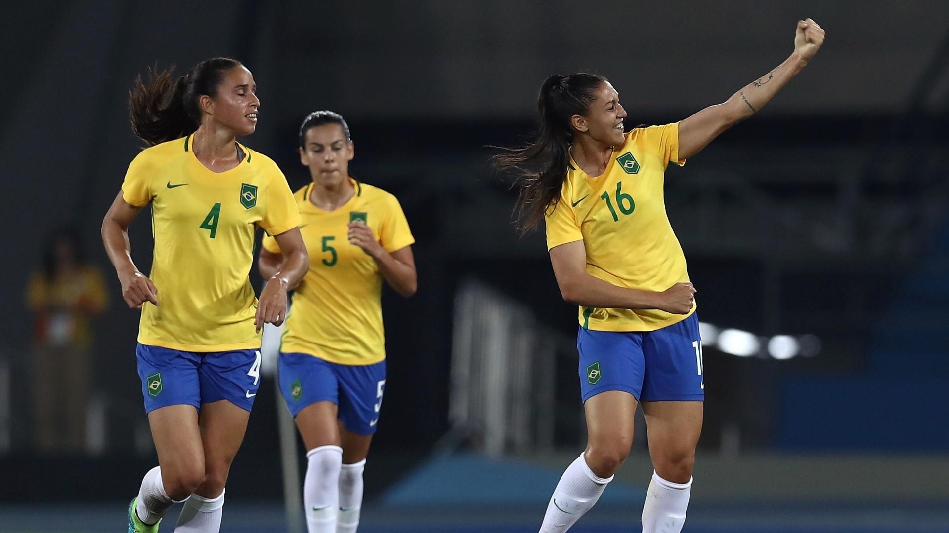 Beatriz comemora primeiro gol da equipe brasileira diante da Suécia