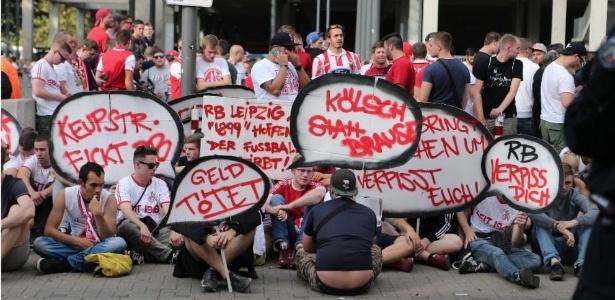 Torcedores do Colônia conseguiram interceptar ônibus do RB Leipzig antes de partida