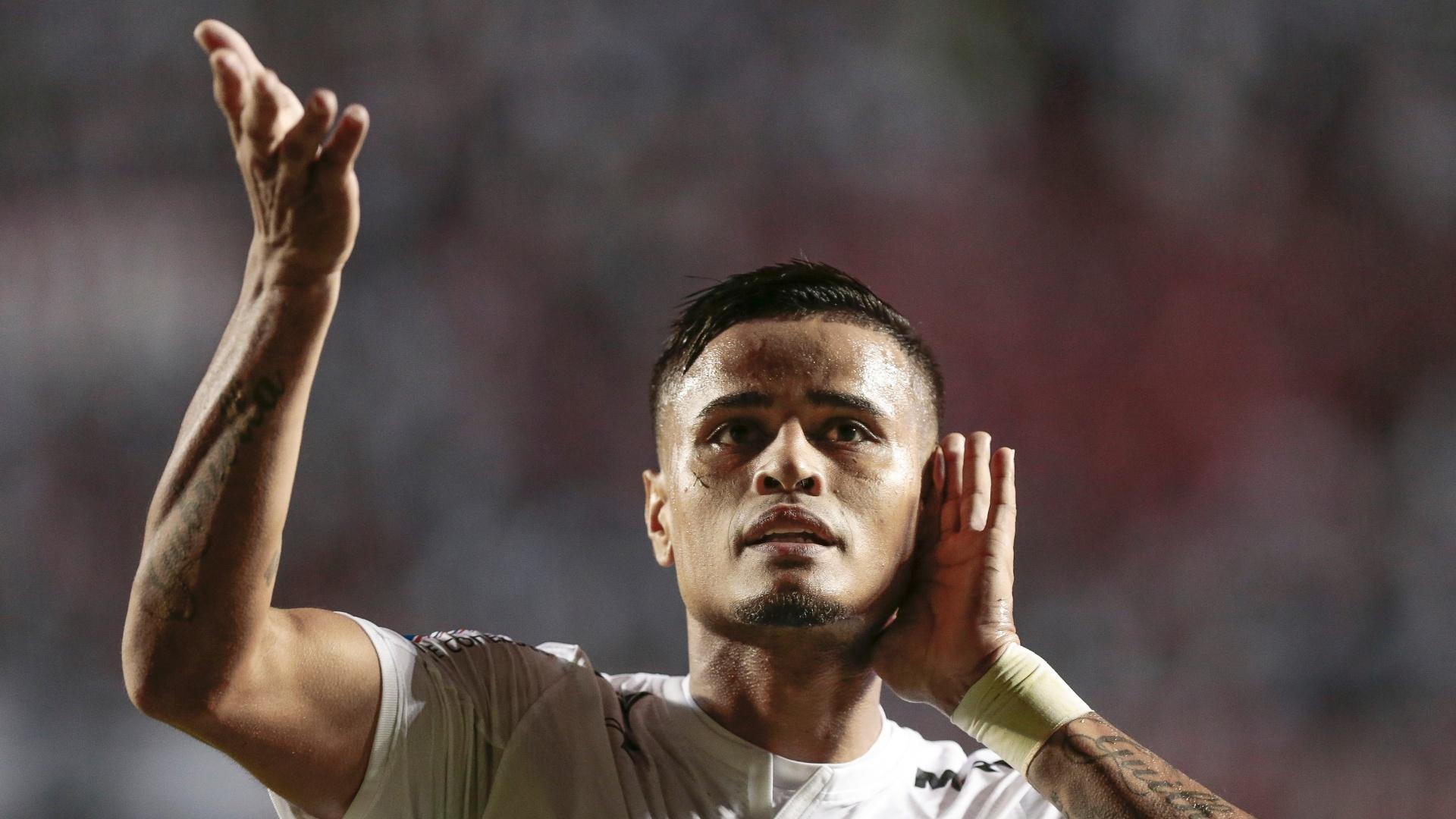Everton comemora gol do São Paulo sobre o Botafogo