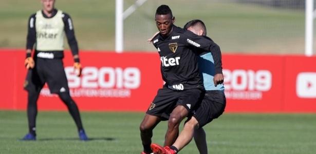 Léo foi comprado do Fluminense para reforçar a lateral-esquerda do Tricolor Paulista