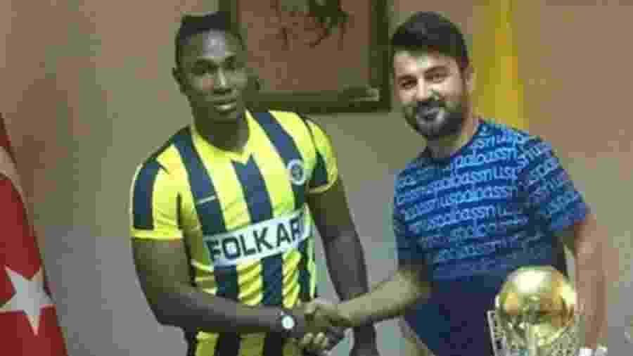 Alpha Jallow foi apresentado no Menemenspor, mas clube estaria atrás na verdade de Lamin Jallow - Reprodução