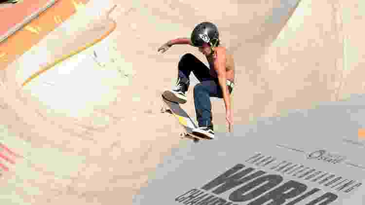 Pedro Carvalho, skatista brasileiro de 14 anos, durante o Mundial de skate park em São Paulo - Paulo Anshowinhas/UOL