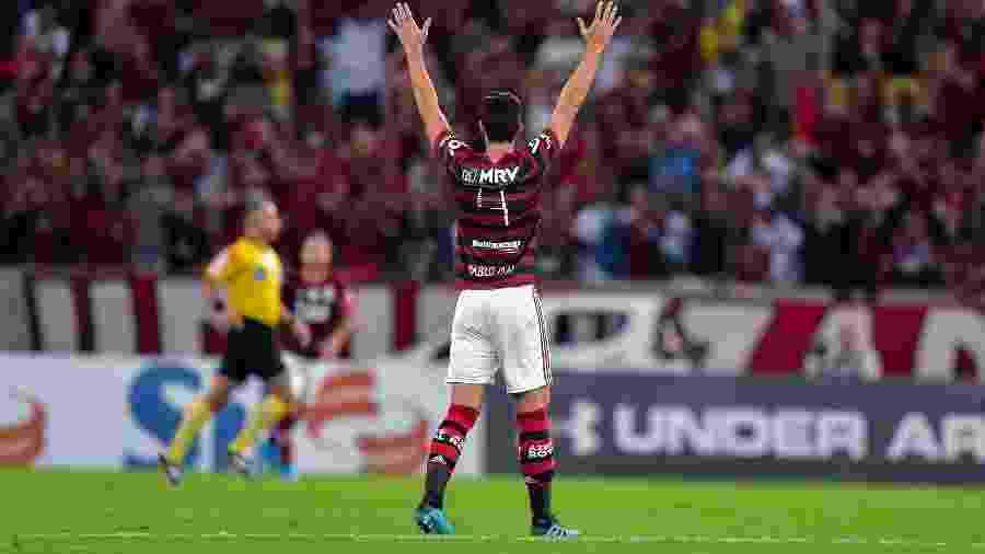 Pablo Marí acena em Flamengo e Atlético-MG - Thiago Ribeiro/Agif