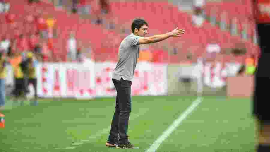 Ricardo Colbachini, técnico interino do Internacional, estreou  no jogo contra o Santos - Ricardo Duarte/Inter