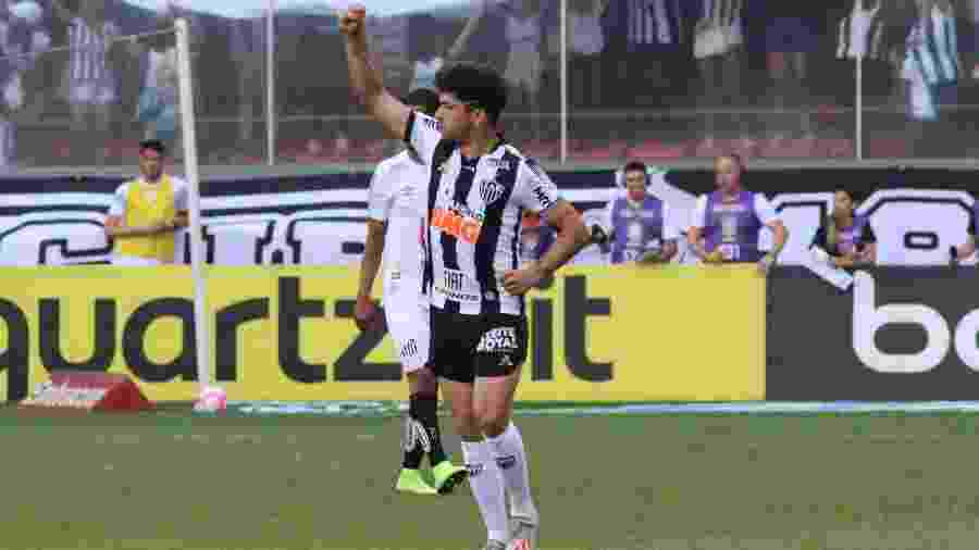 Luan, do Atlético-MG, comemora gol durante partida contra o Santos pela 27ª rodada do Brasileirão - Fernando Moreno/AGIF