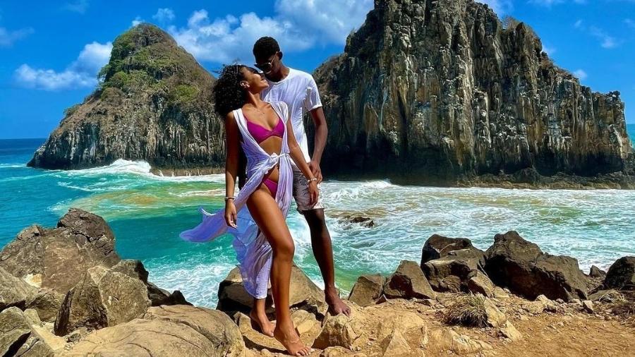 Hugo Souza e a noiva, Nathássia Brito, em Fernando de Noronha - Reprodução/Instagram