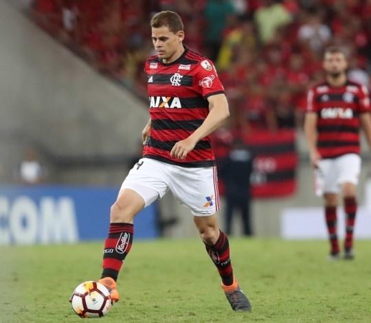 Jonas, volante ex-Flamengo