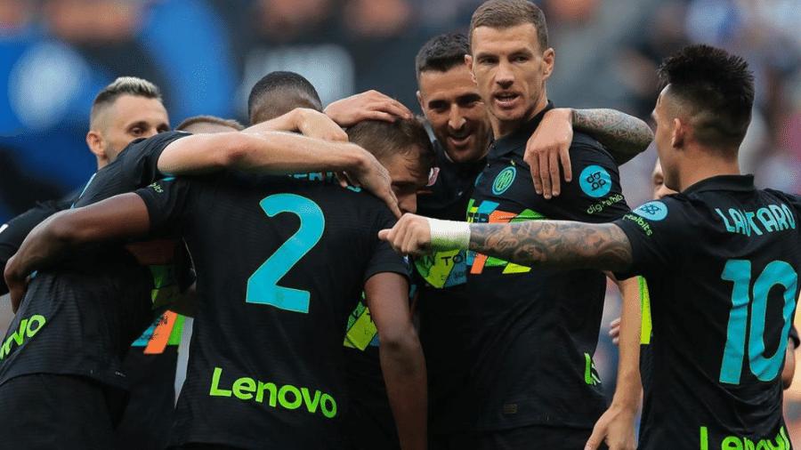 Jogadores da Inter de Milão comemoram durante goleada sobre o Bologna - Reprodução/Twitter @Inter_br