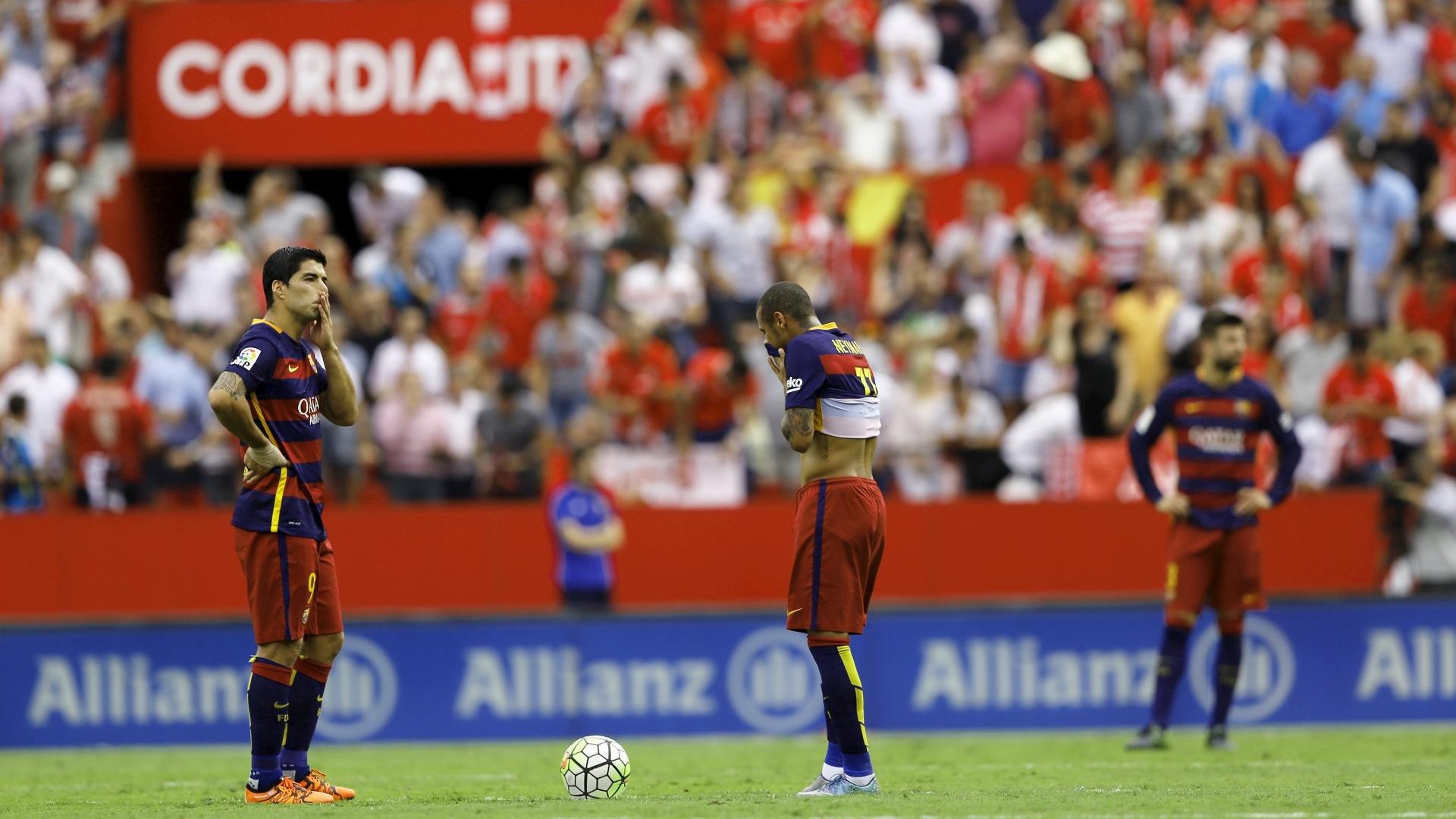 Luis Suarez, Neymar e Pique durante a derrota de 2 a 1 para o Sevilha