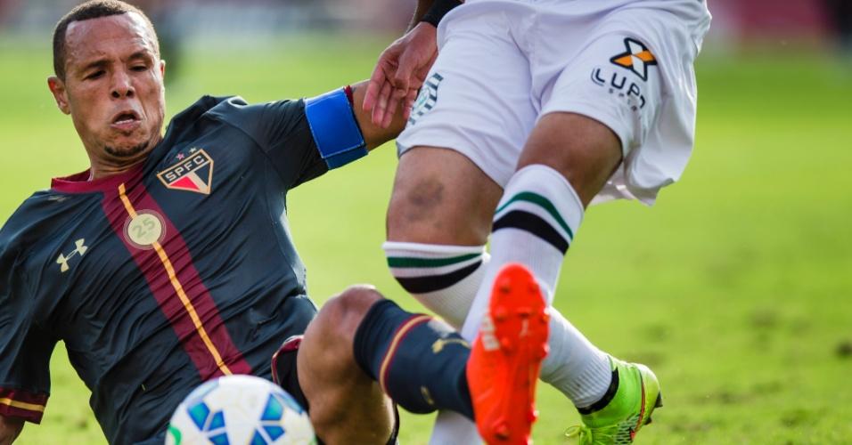 Em despedida do Morumbi, Luis Fabiano dá carrinho para recuperar posse de bola