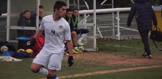 Braian Montenegro em ação pelo time Sub-21 do Leeds United, da Inglaterra
