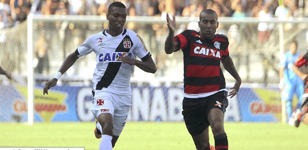 Madson e Sheik disputam a bola em São Januário: atacante virou freguês do Vasco