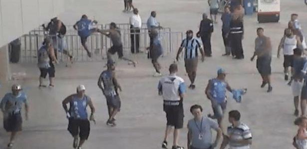 Torcedores do Grêmio brigam antes de jogo na Arena contra o Novo Hamburgo - Divulgação/MP-RS
