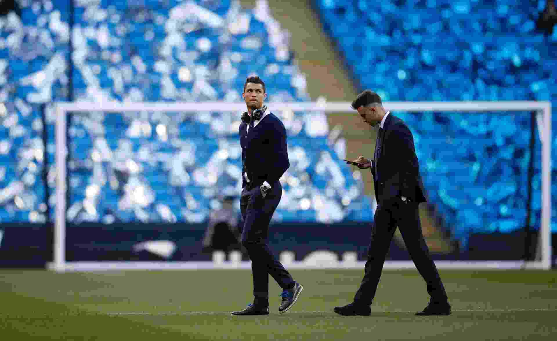 Cristiano Ronaldo foi com o time para o Etihad Stadium, mas não foi aprovado no teste físico antes da partida - Phil Noble/Reuters