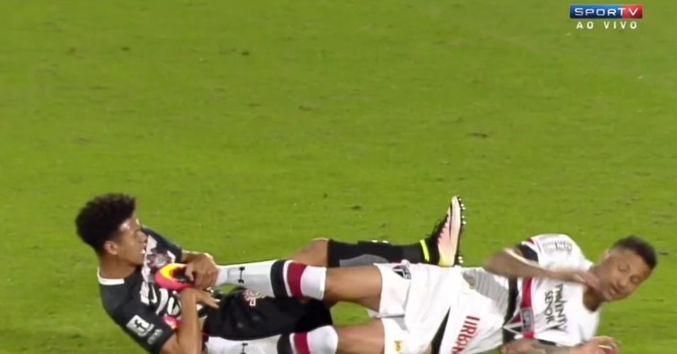 Bruno e Marquinhos Gabriel se estranham durante amistoso entre São Paulo e Corinthians