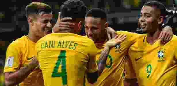Jesus e Daniel Alves são companheiros na seleção brasileiro - Pedro Vilela/Getty Images