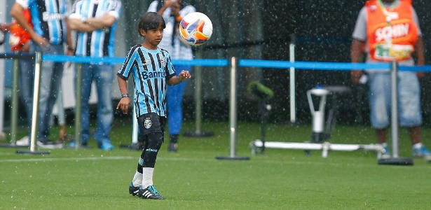 Manu não voltou aos treinos na escolinha do Grêmio após visita ao Barcelona