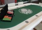 Mesa de poker é um dos espaços preferidos do elenco. Além de Moisés, Alecsandro também aprecia o esporte