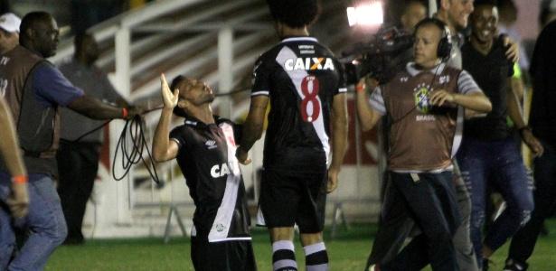 Resultado de imagem para Vasco bate Flu com gol nos acréscimos de Nenê