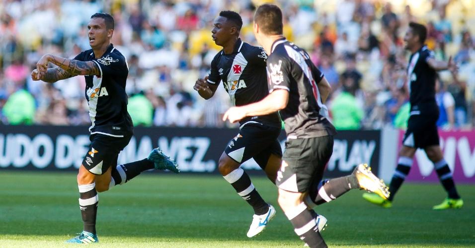Ramon comemora gol do Vasco que abriu o placar contra o Fluminense
