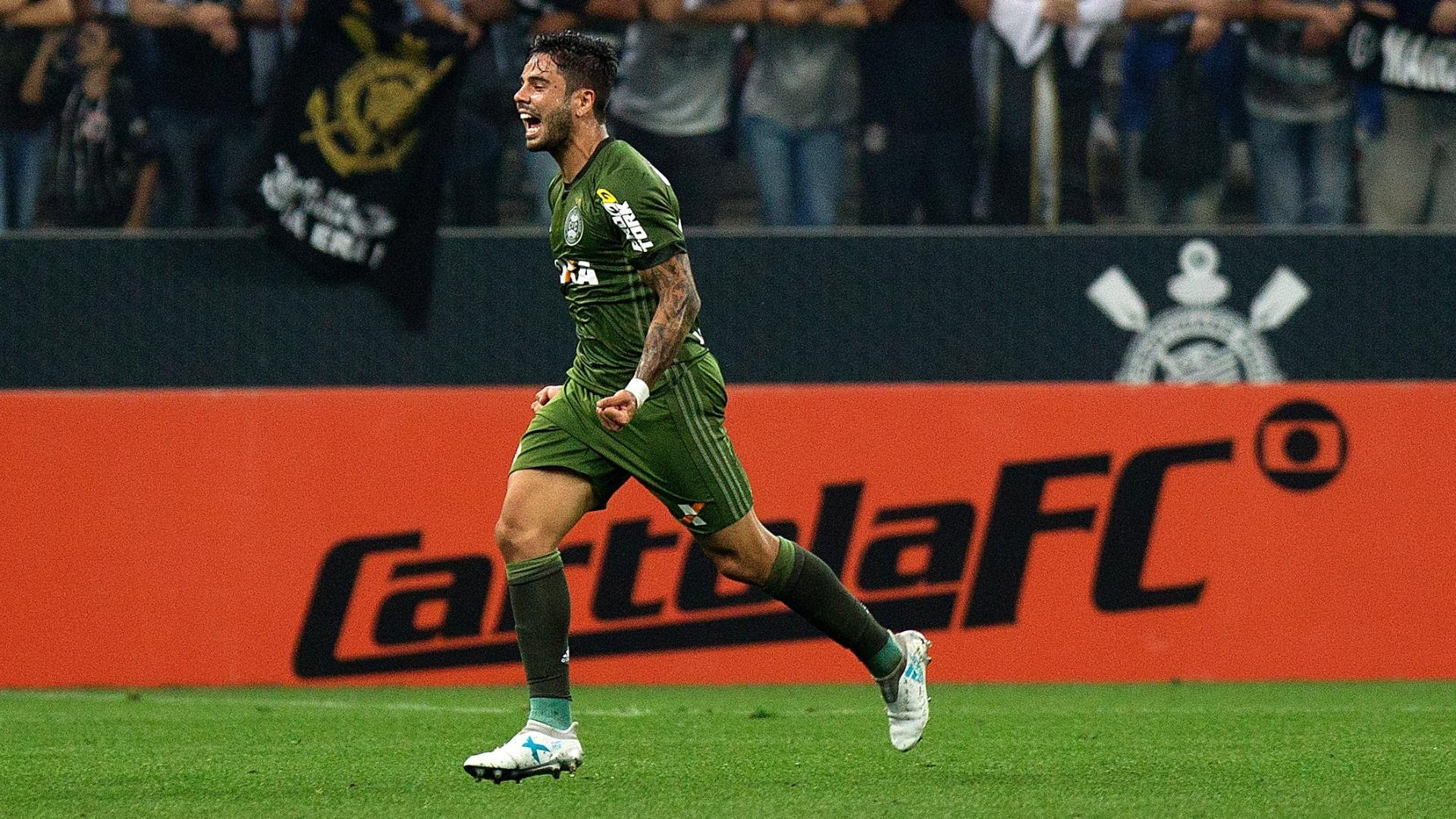 Henrique Almeida empata para o Coritiba contra o Corinthians