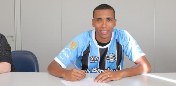 Lateral terminou 2017 como titular do Vasco e Grêmio comprou 60% dos direitos