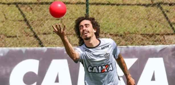 Valdívia em treino do Atlético-MG